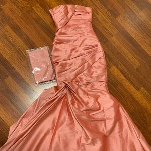 NEW Monique Lhuillier Coral Formal Strapless Gown